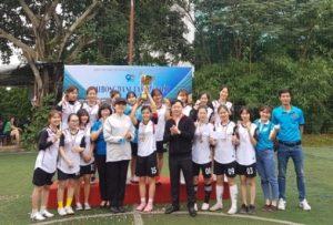 BTC trao giải vô địch hạng A cho đoàn thanh niên Trung Ương hội phụ nữ Việt Nam